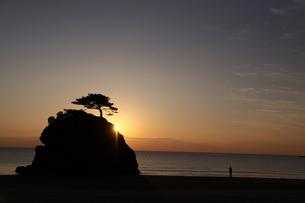 出雲に沈む夕日の素材 [FYI00404776]