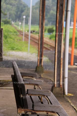 無人駅のベンチの素材 [FYI00404790]