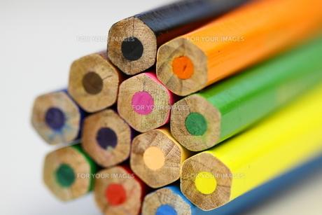 束ねたカラフル色鉛筆の端の素材 [FYI00404832]