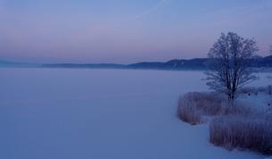 氷結の網走湖と樹氷の素材 [FYI00405263]