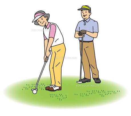 ゴルフするシニア夫婦の写真素材 [FYI00405473]
