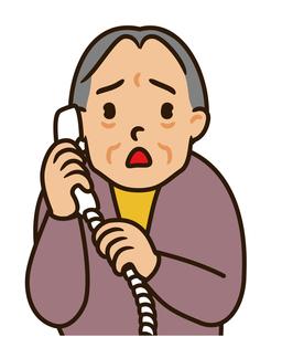電話を受けるおばあさんの素材 [FYI00405577]