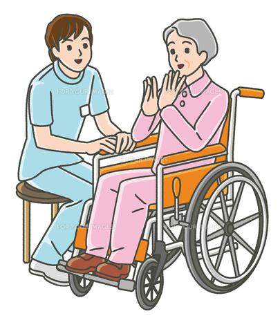作業療法士と車椅子のシニア女性の写真素材 [FYI00405806]