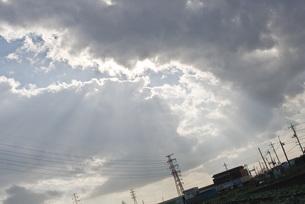 雲の間からの太陽光の写真素材 [FYI00407226]