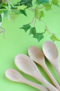 木製スプーン カトラリーの写真素材 [FYI00407258]