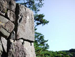 石垣と松と青空2の写真素材 [FYI00407481]