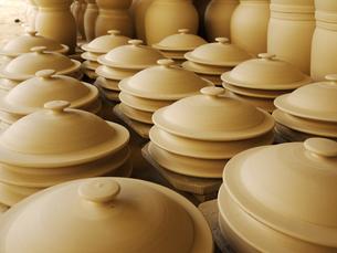 素焼きされた陶器のふた1の写真素材 [FYI00407489]