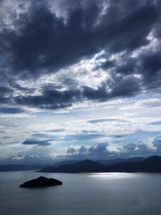 曇り空の瀬戸内海の写真素材 [FYI00407599]