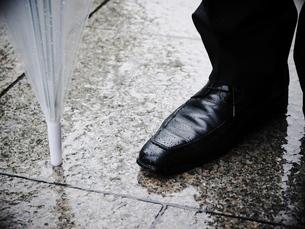 雨の日の革靴4の写真素材 [FYI00407756]