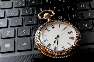 時計とキーボードの写真素材 [FYI00407977]