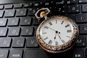 時計とキーボードの写真素材 [FYI00407980]