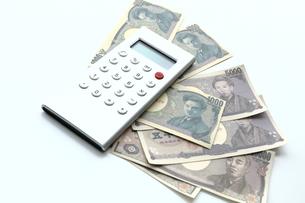 計算機とお金の写真素材 [FYI00407982]