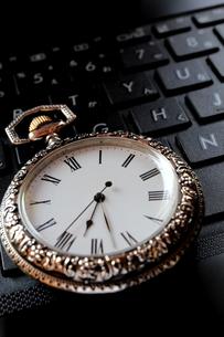 時計とキーボードの写真素材 [FYI00407987]
