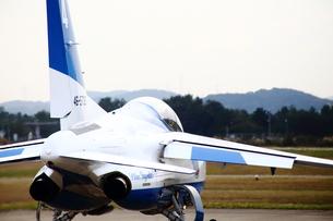 離陸前のブルーインパルスの写真素材 [FYI00408049]