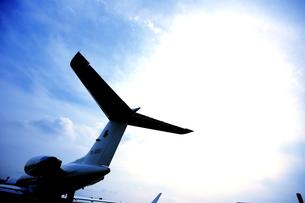 ジェット機の尾翼の写真素材 [FYI00408051]