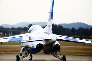 離陸前のブルーインパルスの写真素材 [FYI00408057]