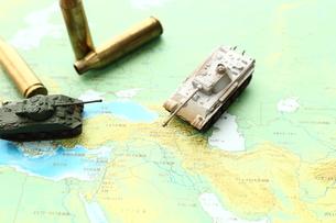 戦車と薬きょうの写真素材 [FYI00408060]