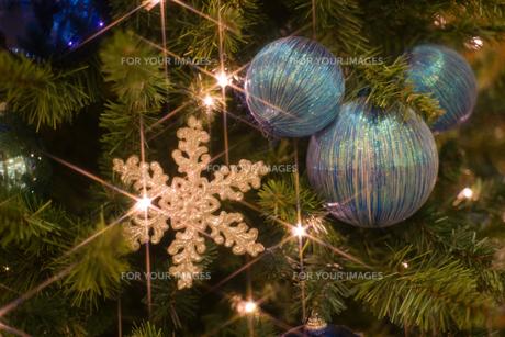 クリスマスリース横の写真素材 [FYI00408250]