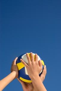 ボールと手の写真素材 [FYI00410754]