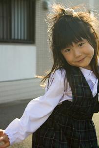 微笑む女の子の写真素材 [FYI00410802]