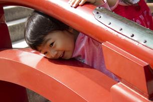 太鼓橋と女の子の写真素材 [FYI00410818]