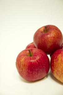 リンゴの山の写真素材 [FYI00410858]