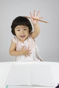 勉強する女の子の写真素材 [FYI00411311]