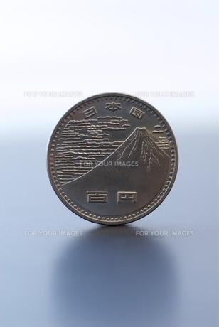 100円硬貨(プレミアム)の写真素材 [FYI00411670]
