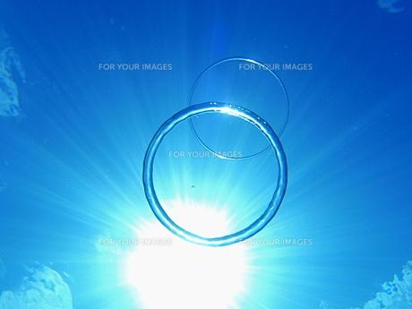 太陽とツインバブルリングの写真素材 [FYI00411755]