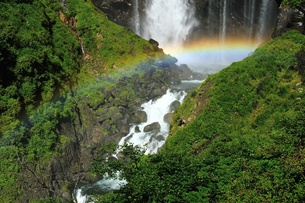 華厳の滝と虹の写真素材 [FYI00411987]