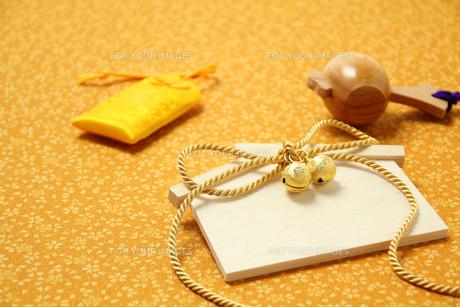 金色の絵馬と打ち出の小槌の写真素材 [FYI00412082]