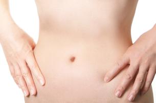 女性ヌード腹部の写真の写真素材 [FYI00412166]