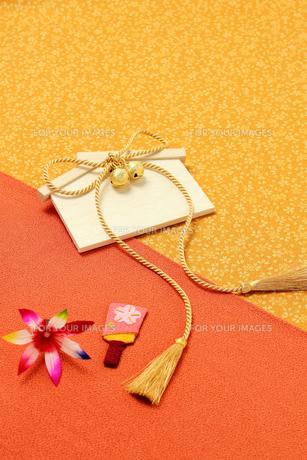 日本の縁起物 金紐 絵馬 羽子板の写真の素材 [FYI00412172]