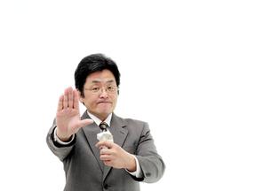 ストップポーズ禁煙する仕草の男性の写真の素材 [FYI00412174]