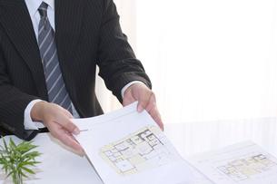 建設住宅営業ビジネス訪問セールスの写真の写真素材 [FYI00412249]