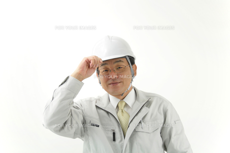 笑顔で挨拶する男性ビジネスマンの写真の写真素材 [FYI00412274]