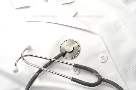 医療イメージ素材 白衣と聴診器の写真の素材 [FYI00412307]