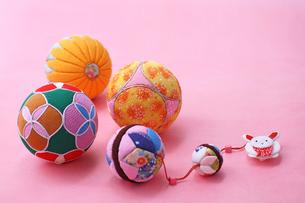 お正月飾り マリ ピンクの写真の素材 [FYI00412505]