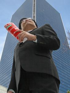 求職する男性中高年ビジネスマンの写真の写真素材 [FYI00412583]
