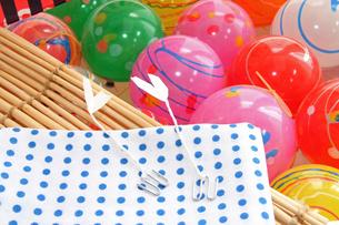 夏祭り ヨーヨー風船ふきんコヨリの写真の素材 [FYI00412588]