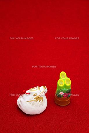 辰と門松の置物 縦 2012年の素材 [FYI00412614]