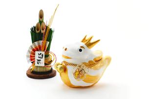 辰の置物と門松飾りの素材 [FYI00412621]