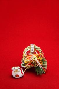 辰としめ縄飾り 縦 2012年の素材 [FYI00412629]