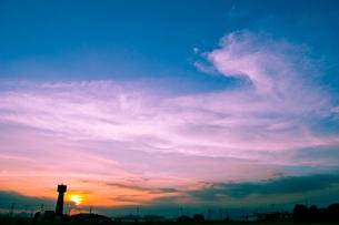 拳のような夕焼け雲の写真素材 [FYI00412646]