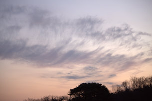 箒で掃いた空の写真素材 [FYI00412722]
