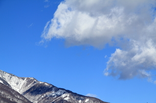 尾根、空、雲の写真素材 [FYI00412842]