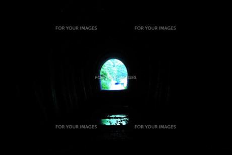 トンネルの向こうの写真素材 [FYI00413001]