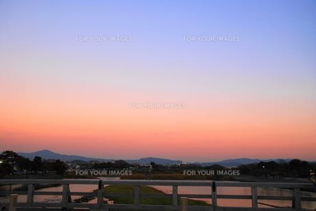 夕刻の渡月橋2の写真素材 [FYI00413830]