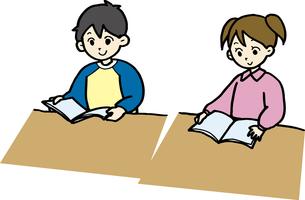 読書・勉強する子どもの素材 [FYI00413923]