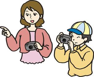 撮影する親子の写真素材 [FYI00413925]